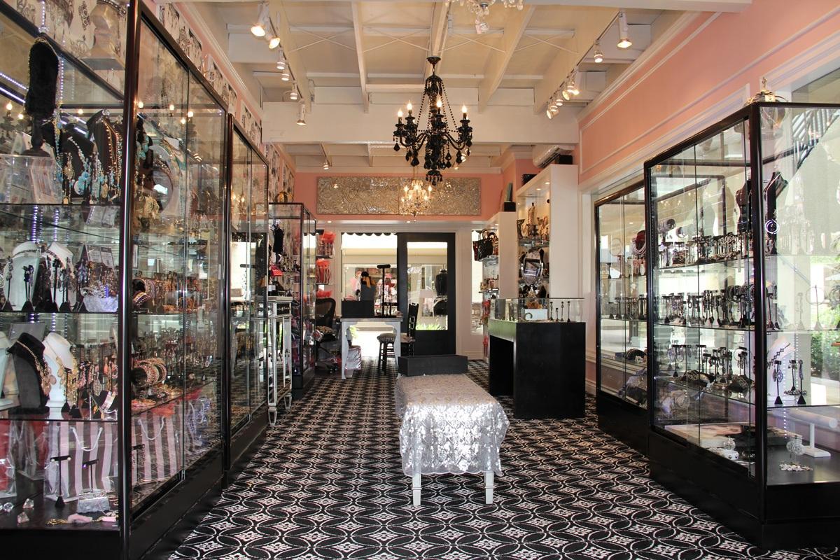 bon-jewels-store-inside